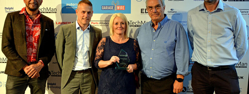 Garage Owner_ L-R_ Fuzz, Robin Reed, Lorraine Amor (Amors Auto Solutions), David Richards (Launch UK), James (GW)(small)